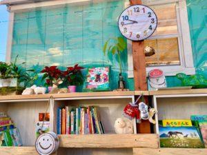 タケガワふれあい動物園 ミニ図書館 クリスマスの飾りつけ