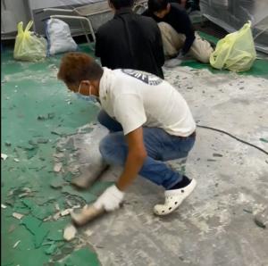 旧塗膜はつり タケガワ塗装 厨房床改修工事